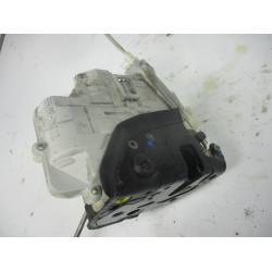 ZAKLEP  ZADAJ LEVA Audi A4, S4 2007 2.0TDI AVANT 8e0839015aa
